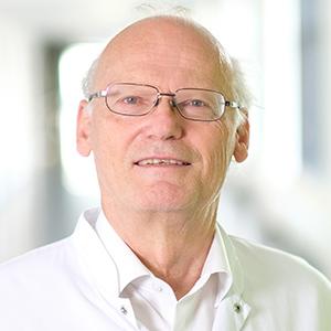 Dieses Bild zeigt ein Portrait von Herrn Prof. Dr. med. Dr. rer. nat. Gerhard Rohr.