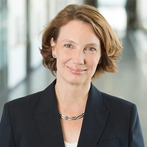 Dieses Bild zeigt ein Portrait von Frau Dr. Julia Hefty, der Geschäftsführerin der Hochtaunus-Kliniken und dem MVZ.