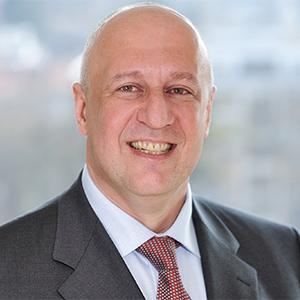 Dieses Bild zeigt ein Portrait von Herrn Dr. med. Robert Asmar, dem Geschäftsführer des MVZ.