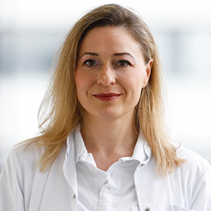 Dieses Bild zeigt ein Portrait von Frau Dr. med. Anna-Maria Wohl